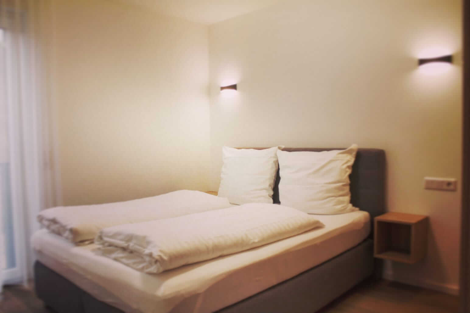 Smart-and-Stay_Saarlouis_Apartment_Bett